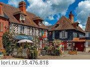 Historical half-timbered houses in Beuvron-en-Auge, France. Стоковое фото, фотограф Zoonar.com/Boris Breytman / easy Fotostock / Фотобанк Лори