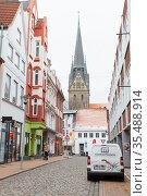 Vertical street photo of Flensburg old town (2017 год). Редакционное фото, фотограф EugeneSergeev / Фотобанк Лори