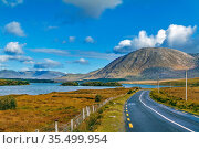 Landscape with Inagh lake and mountains in Galway county, Ireland. Стоковое фото, фотограф Zoonar.com/Boris Breytman / easy Fotostock / Фотобанк Лори