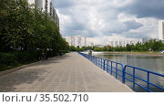 Moscow, Russia - March 30. 2021. City pond embankment in Zelenograd. Редакционное видео, видеограф Володина Ольга / Фотобанк Лори
