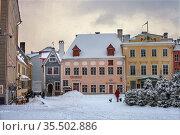 Tallinn, Estonia - Feb 01, 2021:  Snowfall in Tallinn's town hall. Редакционное фото, фотограф Юлия Кузнецова / Фотобанк Лори