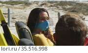 Happy caucasian couple wearing face masks sitting in beach buggy. Стоковое видео, агентство Wavebreak Media / Фотобанк Лори