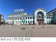 Panorama of the Belorussky railway station (written in Russian)-- is one of the nine main railway stations in Moscow, Russia. It was opened in 1870 and rebuilt in its current form in 1907-1912 (2015 год). Редакционное фото, фотограф Владимир Журавлев / Фотобанк Лори