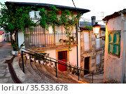 Stairway at nightfall in Viana do Bolo, Orense, Spain. Стоковое фото, фотограф Pablo Méndez / age Fotostock / Фотобанк Лори