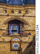 France, Nouvelle Aquitaine, Gironde, at Bordeaux , the Grosse Cloche... Стоковое фото, фотограф J.D. Dallet / age Fotostock / Фотобанк Лори