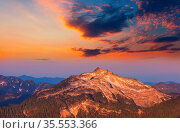 Beautiful mountain peak in North Cascade Range, Washington, USA. Стоковое фото, фотограф Zoonar.com/Galyna Andrushko / easy Fotostock / Фотобанк Лори