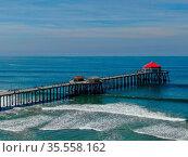 Aerial view of Huntington Pier, beach and coastline during sunny ... Стоковое фото, фотограф Zoonar.com/Thomas De Wever / age Fotostock / Фотобанк Лори