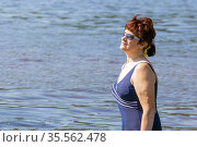 portrait of a beautiful mature woman in a swimsuit against a background of blue water on a hot summer day. Стоковое фото, фотограф Акиньшин Владимир / Фотобанк Лори