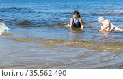 Beautiful couple in love splashes on the waves of the blue sea on a summer sunny day. Стоковое фото, фотограф Акиньшин Владимир / Фотобанк Лори