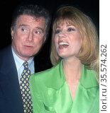 Regis Philbin and Kathie Lee Gifford 1994, Photo By John Barrett/... (2008 год). Редакционное фото, фотограф Photo By John Barrett/PHOTOlink / age Fotostock / Фотобанк Лори