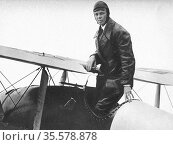 Charles Lindbergh (1902-1974) in his flying kit standing in 'Spirit... Редакционное фото, агентство World History Archive / Фотобанк Лори