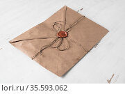 Old letter envelope with wax seal on wooden surface. Стоковое фото, фотограф Zoonar.com/Khakimullin Aleksandr D9 / easy Fotostock / Фотобанк Лори