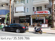A typical street cafe is on one of the main streets of the city Alanya. It is a beach resort city and a district of Antalya Province. Turkey. Редакционное фото, фотограф Кекяляйнен Андрей / Фотобанк Лори
