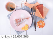 Two pieces of pie on a pink plate and a cutting board. Стоковое фото, фотограф Ольга Губская / Фотобанк Лори