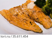 Grilled trout fillet with broccoli. Стоковое фото, фотограф Яков Филимонов / Фотобанк Лори