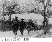World War I 1914-1918: American Army infantry troops marching northwest... Редакционное фото, агентство World History Archive / Фотобанк Лори