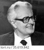 Hans-Jochen Vogel (born 3 February 1926) German politician. Vogel... Редакционное фото, агентство World History Archive / Фотобанк Лори