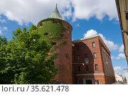 Pulvertornis or Powder Tower- part of the defensive system medieval town, Riga, Latvia (2016 год). Стоковое фото, фотограф Куликов Константин / Фотобанк Лори