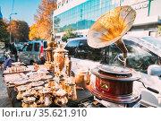 Tbilisi, Georgia Shop Flea Market Of Antiques Old Retro Vintage Things... Стоковое фото, фотограф Ryhor Bruyeu / easy Fotostock / Фотобанк Лори