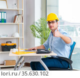 Construction engineer working on new project. Стоковое фото, фотограф Elnur / Фотобанк Лори