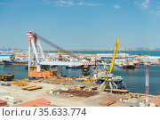 cargo ship and cranes in the port of a large city. Стоковое фото, фотограф Константин Лабунский / Фотобанк Лори