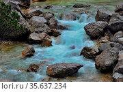Blaues kaltes wasser eines wildbaches in den bergen und sommer. Стоковое фото, фотограф Zoonar.com/thomas eder / age Fotostock / Фотобанк Лори