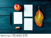 Autumn stationery mockup, greeting cards or invitations, overhead... Стоковое фото, фотограф Zoonar.com/Katerina Solovyeva / easy Fotostock / Фотобанк Лори