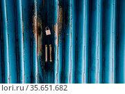 Vintage style blue shutter door background. Стоковое фото, фотограф Zoonar.com/Sanga Park / easy Fotostock / Фотобанк Лори