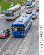 Buses and cars move on a multi-lane avenue. Стоковое фото, фотограф Юрий Бизгаймер / Фотобанк Лори