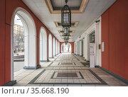 Арки здания Третьяковской Галереи в Москве. Стоковое фото, фотограф Baturina Yuliya / Фотобанк Лори