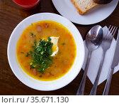 Hearty soft pea soup with herbs. Стоковое фото, фотограф Яков Филимонов / Фотобанк Лори