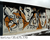 The Berlin Wall 1961-1989. Graffiti on the remaining section of the... Редакционное фото, агентство World History Archive / Фотобанк Лори