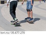 legs of two teenager on a skateboard. Стоковое фото, фотограф Володина Ольга / Фотобанк Лори