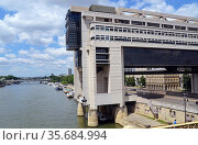 Siene , river, Bercy, Ministere des Finances. Стоковое фото, фотограф Zawrat / age Fotostock / Фотобанк Лори