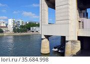 Seine, Bercy, buildings. Стоковое фото, фотограф Zawrat / age Fotostock / Фотобанк Лори