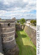 Анже, Франция. Средневековые фортификации замка (2017 год). Редакционное фото, фотограф Rokhin Valery / Фотобанк Лори