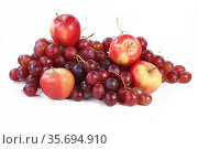 Still life with grapes and apples on a white background. Стоковое фото, фотограф Марина Володько / Фотобанк Лори