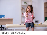 Small girl waiting for doctor stomatologist in the clinic. Стоковое фото, фотограф Elnur / Фотобанк Лори