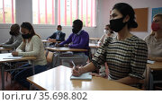 Group of adult students in protective masks at lecture at the university. Стоковое видео, видеограф Яков Филимонов / Фотобанк Лори