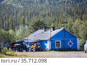 Timber house of rescue station is in camping site in valley in the center of the Khibins mountains. It is in the Kola peninsula, north of Russia (2015 год). Редакционное фото, фотограф Кекяляйнен Андрей / Фотобанк Лори