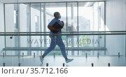 African american female health worker wearing face mask running in the corridor at hospital. Стоковое видео, агентство Wavebreak Media / Фотобанк Лори