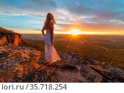 Watching blissful sunsets from hidden cliff ledges with spectacular... Стоковое фото, фотограф Zoonar.com/LEAH-ANNE THOMPSON / age Fotostock / Фотобанк Лори