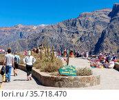 Mirador Cruz del Condor in Colca Canyon, Peru. It is very popular... Стоковое фото, фотограф Zoonar.com/Don Mammoser / age Fotostock / Фотобанк Лори