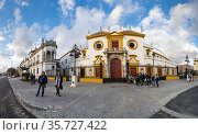 The Plaza de toros de la Real Maestranza de Caballeria de Sevilla (2019 год). Редакционное фото, фотограф Юлия Белоусова / Фотобанк Лори