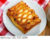 Puff pastry with goat cheese. Стоковое фото, фотограф Яков Филимонов / Фотобанк Лори