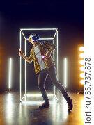 Man gaming in virtual reality headset and gamepad. Стоковое фото, фотограф Tryapitsyn Sergiy / Фотобанк Лори