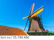 Zaanse schans, Netherlands - April 1, 2016: People visiting old windmill... Стоковое фото, фотограф Zoonar.com/Nataliya_Nazarova{} / age Fotostock / Фотобанк Лори