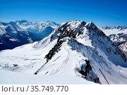 Skiing down the narrow ridge of the Eggishorn at Bettermalp in the... Стоковое фото, фотограф Neil Harrison / age Fotostock / Фотобанк Лори