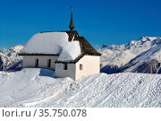 A Chapel in the Alps in Winter with a view over the mountains. Стоковое фото, фотограф Neil Harrison / age Fotostock / Фотобанк Лори