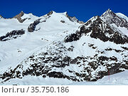 The Schinhorn (left) and Sattelhorn (centre) and in the Bernese Alps... Стоковое фото, фотограф Neil Harrison / age Fotostock / Фотобанк Лори
